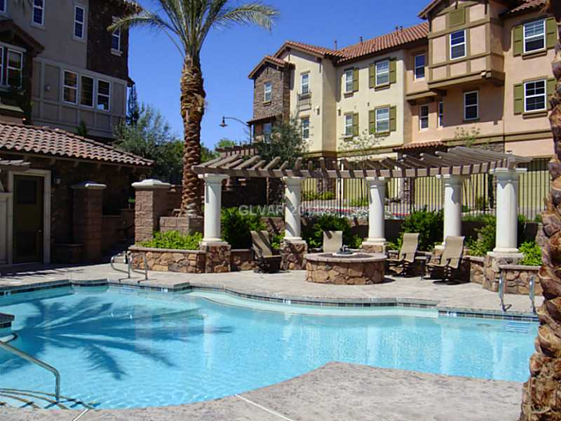 Lake-las-vegas-townhomes-for-sale-vita-bella-pool